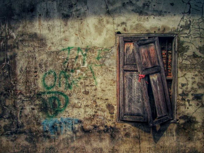 Wood Window Wall Grunge Dirty Crack Broken Damage Vintage Street Wall Paint Graffiti Art Cement Concrete Wall Home House Pattern Texture City Mold Brick Color Art Outdoor HDR