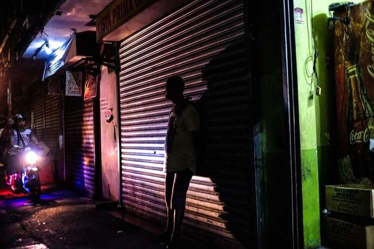 Alley at night Nightsofmanila Streetofmanila Everynight Street Photography The Street Photographer - 2018 EyeEm Awards