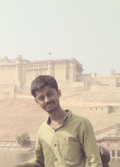 Khoya Khoya Sa Gumshum Sa Rehta Hoon; Tumse Milta Hoon To Tumsa Rehta Hoon. ~ Milind Gadhavi