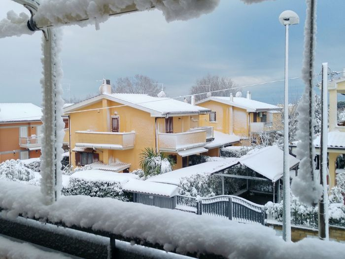 La neve Water Snow Cold Temperature Winter Snowing Mountain Snowflake Frozen Ice Extreme Weather Deep Snow Frozen Water Powder Snow Balcony Snowboarding