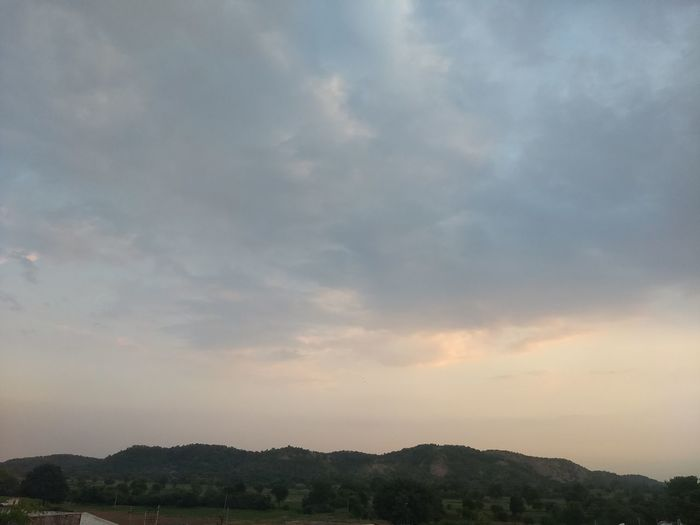 Colorful Sky Colorful Sky And Clouds Sky Sky And Clouds Sky And Village Sky And Greenery Calm Sky India Tree Mountain Sunset Blue Water Dramatic Sky Sky Landscape Cloud - Sky Sky Only Atmospheric Mood Heaven Fluffy Moody Sky Shining Sunbeam Romantic Sky
