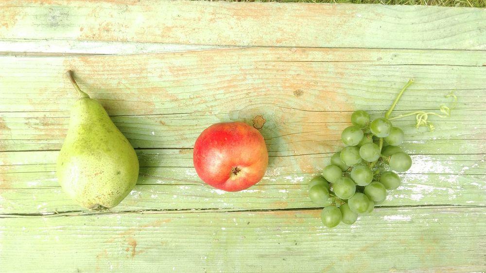 Fruits Freshfruit Healthy Food Pear Apple Grapes Delicious Getting My Vitamins Stayhealthy Healthymeals
