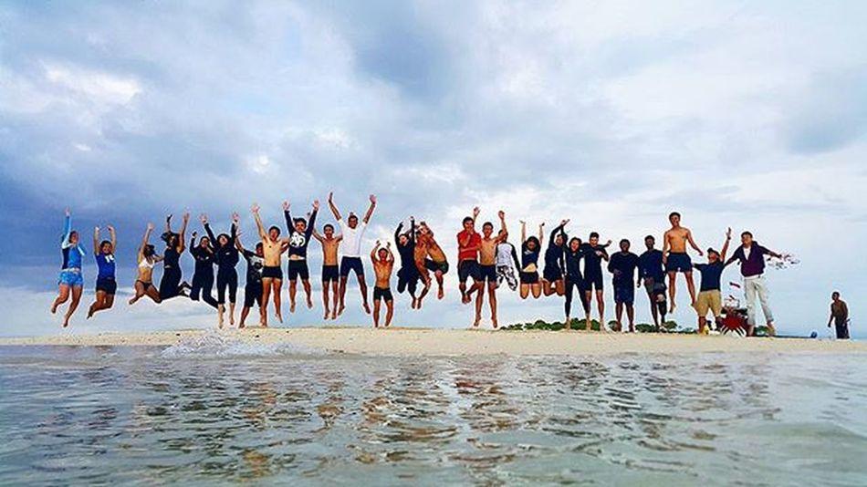 Free style jump shot on sunken island, Agushariantophotography Thedorsaleffect Sunkenisland Pulaupasir Tanjungluar Pinkbeachlombok Whitesandybeach