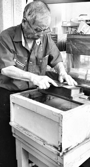 Knives Sharpening Tsukiji Fish Market Travelphotography Streetphotography Blacknwhite Bnw_tokyo Bnw_captures Bnwphotography Bnwcollection Tokyo Japan