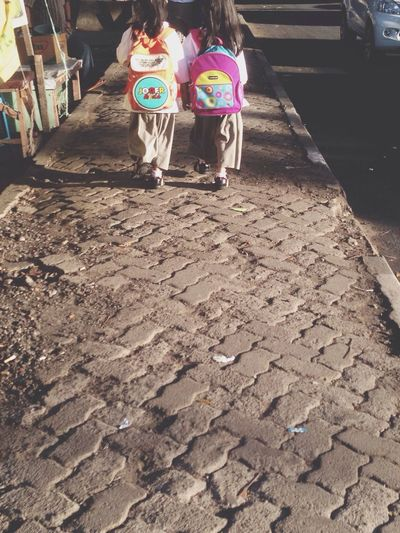 this two cute little girls catch my attention.. they're holding each other hands, walking through the street and telling their last night storys, OMG hope their friendship will end till both of them have grand-grand-grand childs.. what a meaningful view in the morning cChildren
