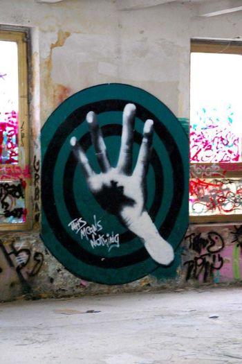 Berlin Graffiti Stop!...Hammertime Hand