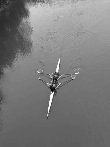 |Aguas del Bidasoa| Outdoors Water NEM Submissions EyeEm Best Shots Vscocam Streetphotographer Blackandwhite Monochrome Photography Blackandwhite Photography Cityscape Sportsphotography Boat Race  Canoe Lake