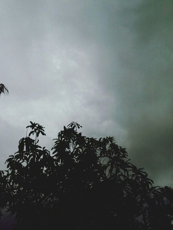 Heavy rain is coming. Sky And Clouds Taking Photos About To Rain