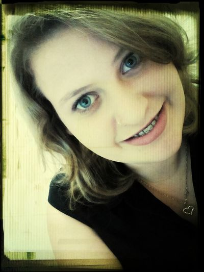 Que a simplicidade de um sorriso te faça bem ! Boa tarde *--*