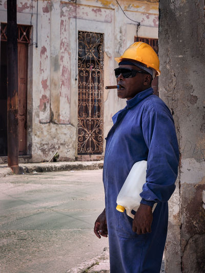 Worker smoing a cigar Cuba Cuba Collection Cuban Street Smoking Cigar Cuban Life Glasses One Person Real People Standing Street Photography Streetphotography EyeEmNewHere Urban Fashion Jungle