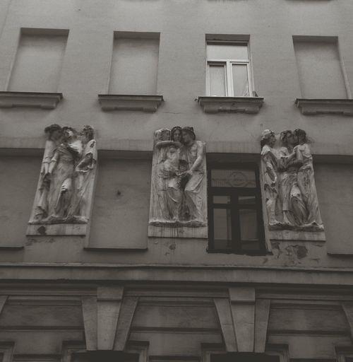 Барельефы на стене дома. Art арт  архитектура Architecture