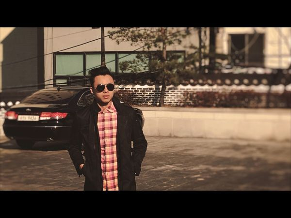 Chapter 1.3 of Cinematic Photography . The investigation begins. Cinematic Cinematography Film Photography Film Film Art Film Noir 16:9 Potrait People And Places Cinema Look Leather Jacket Agent Movie Style Street Scene Sunrise Aviators Shot in Seoul South Korea