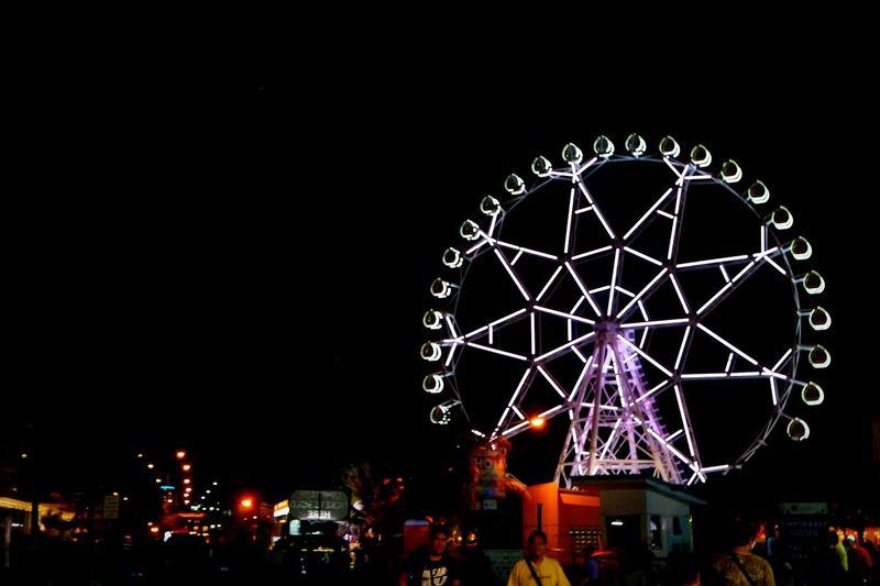 MOA Eye Taking Photos Ferris Wheel MOA Eye Nightphotography Night View Of Ferris Wheel MOA Mall Of Asia Check This Out