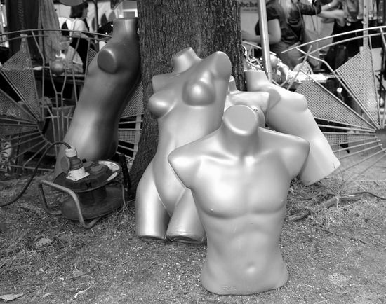 Mannequin Black And White Blackandwhite Photography Schaufensterpuppe Outdoor Photography Flohmarktfundstück Flohmarkt Oberkörperfrei Silver  B/w Fleamarket Flea Markets SilverGrey♡ Silvergrey Silbergrau Silverstar Torso Torsos