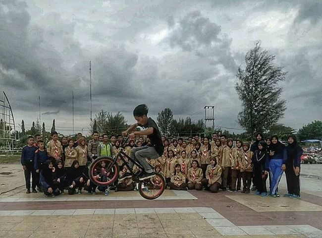 Bmx Dumai foto bareng adek2 pramuka Bmxdumai Bmxstreet Bmx  Bunnyhop Pramuka Pramukadumai Pakpolisi Igdumai Igersriau Sepdum Bmxriau Extremeinaofficial Scouts Indonesiascouts Apaniramerame