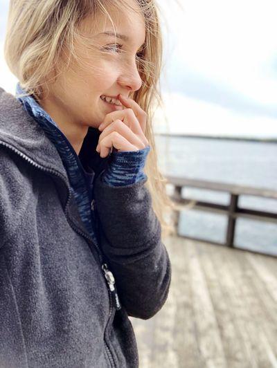 Full length of woman looking at sea