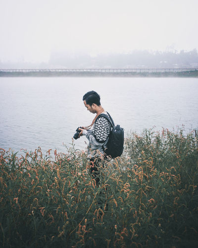 Photografer Photography Photooftheday Photography Themes Photoshoot Photographing Photos Lake Lake View Lakeside Lakeshore Lakes  Lakes  Water Men Lake Full Length Standing Side View Searching Mature Men Sky