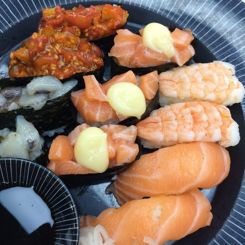 Sushi Sushi Time Food And Drink Food Freshness Healthy Eating Still Life Indoors  Seafood Ready-to-eat Wellbeing Asian Food Japanese Food Indulgence Meat Serving Size Fish Preparation  Close-up High Angle View Salmon - Seafood No People