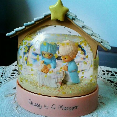 El pesebre!!!! ت ♫•*¨*•¸¸♪(งˆ▽ˆ)ง Christmascrib Maryjosephandchildjesus Flowers Christmas Cribs