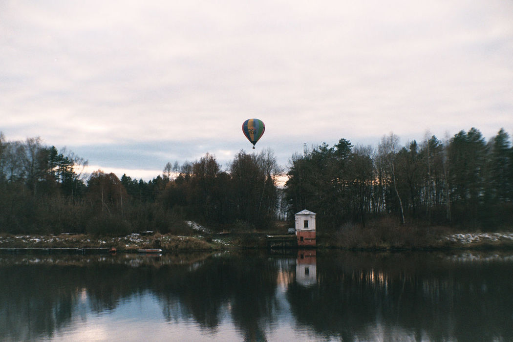Analogue Photography Colors Film Architecture Built Structure Color Negative Cozy Day Film Photography Filmcamera Filmphotography Fujifilm Fujifilm C200 Hot Air Balloon Mid-air Nature Nature_collection Outdoors Scenics Sky Tranquil Scene Tranquility Vilia Water Waterfront