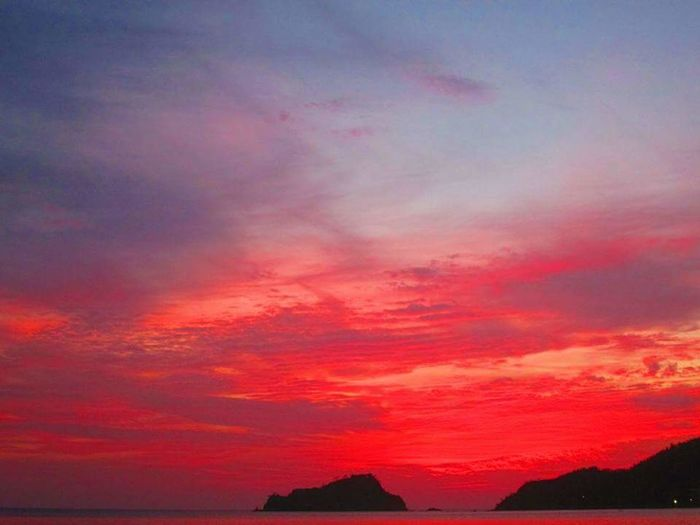 Multi Colored Sunset Beauty Red Pink Color Dramatic Sky Sky Landscape Cloud - Sky Horizon Over Water Romantic Sky Sky Only