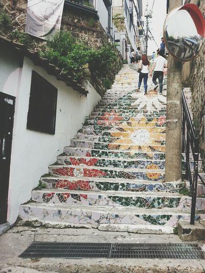 혜화 벽화마을 Taking Photos Painting on the stairs in 혜화 벽화마을