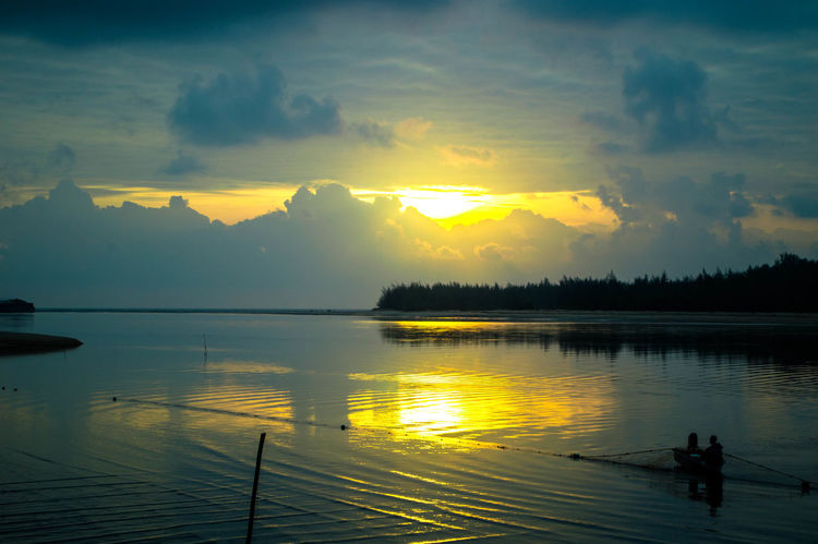 Beauty In Nature Cloud - Sky Day Lake Nature Outdoors Real People Scenics Silhouette Sky Sunset Tranquil Scene Tranquility Tree Water