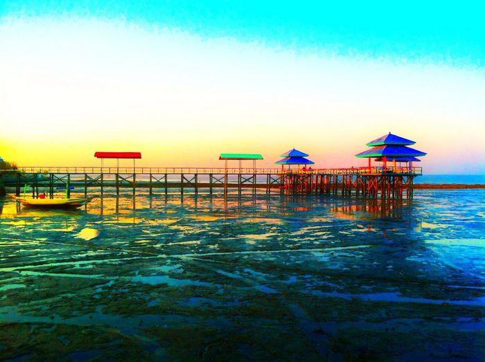 Enjoying The Sunset Kenjeran Lama Surabaya East Java Indonesia Enjoying The Sun Sunshine Sea Relaxing