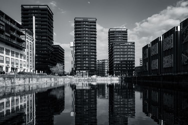 Urban Perspectives Street Photography Black & White Monochrome Black And White Architectural Feature Reflection Building Exterior Built Structure Water Architecture Waterfront Building City Sky Cloud - Sky No People Outdoors Modern Day Skyscraper Urban Photography Streetphoto_bw The Architect - 2019 EyeEm Awards