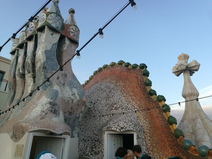 Casa Batllo. Gaudi Barcelona, Spain Dragon Escamas Guerrero Chimeneas On Sale Humanity Meets Technology Statue Sky Architecture