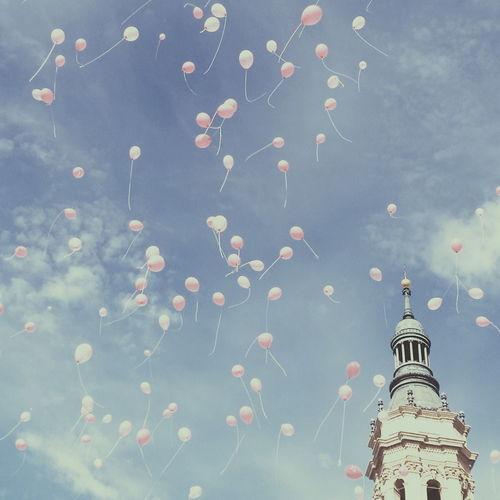 """Un globo, dos globos, tres globos..."" EyeEm Best Shots Streetphoto_color City"