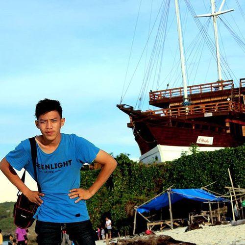 At Bira Beach Bulukumba Sulawesiselatan indonesia phinisi boat lp selfie