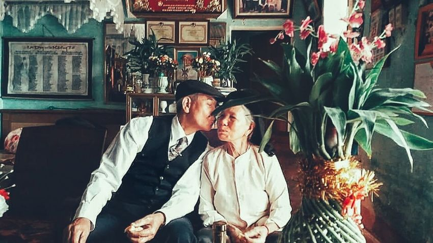Kiss of the life Love Person Oldpeople Kiss Kiss Kiss Kisses❌⭕❌⭕ Sweet Couple Life Forever Foreverlove Samsung Samsungphotography Note5 Note5photography Samsung Note 5