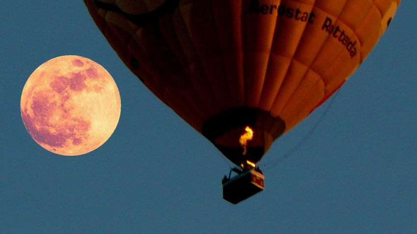 Bloodmoon Hot Air Balloon Astronomy Flying Air Vehicle Aerospace Industry Flame Journey Sky