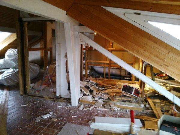 Es macht Spaß, wenn man einen Fortschritt sieht...Abandoned Indoors  Destruction Damaged Bad Condition Progress Rubble Architecture Abrissarbeiten Umbau Mobilephotography