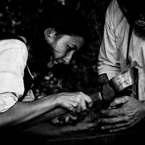 Forgeron Woman Woman Working Medieval Medieval Festival Black & White Belgium Monochrome Belgique Blade Iron Working