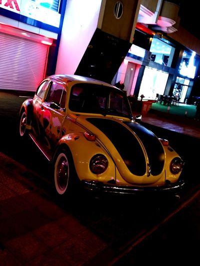 Eski Güzel Yeni Hathor Thoth Karanlık Tarihi Eski Trafik Racer Car Araba Yellow Taxi Red Illuminated Neon City Car Taxi Collector's Car Parking