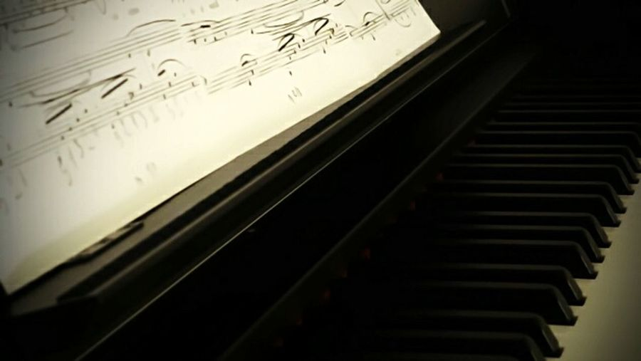 TakeoverMusic Piano Pianomusic Moonriversheet Ilovepianomusic Ilovepiano Ilovemypiano Ariusydps51 foto scattata con Leica V-Lux 30