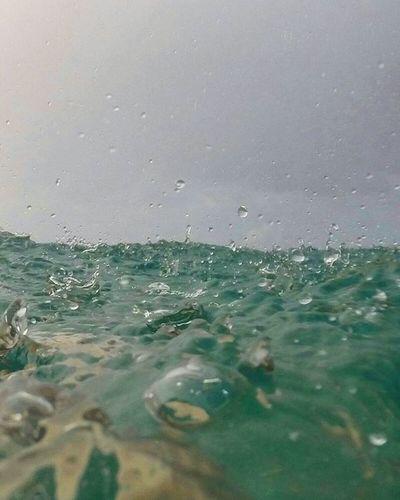 Il pleut Gopro Hero3black Underwater Inthesea Havinaschwim Splishsplash