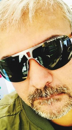 Sunglasses One Person Real People Beard Lifestyles Headshot Men