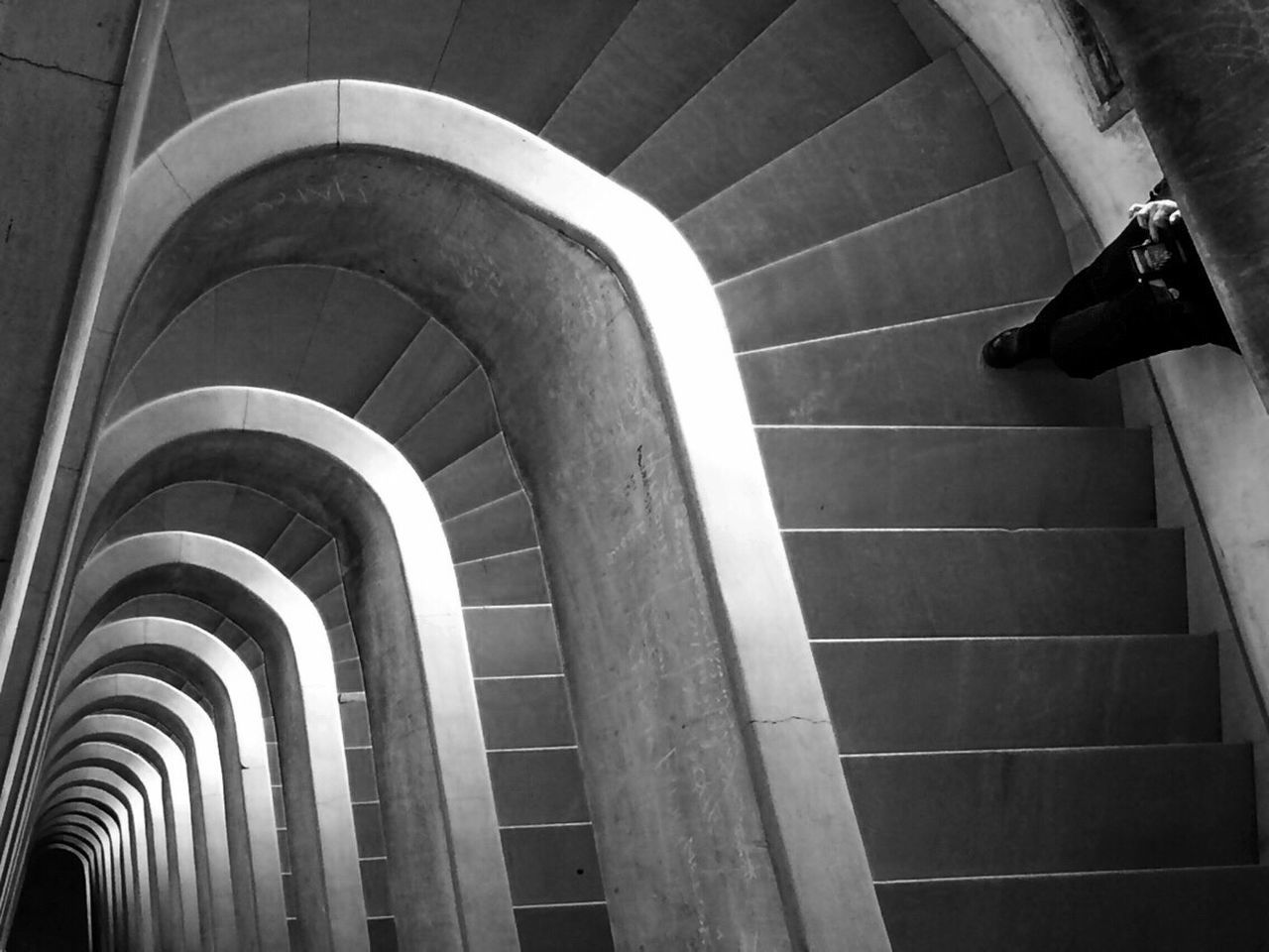 steps, steps and staircases, staircase, architecture, built structure, indoors, day, no people, hand rail
