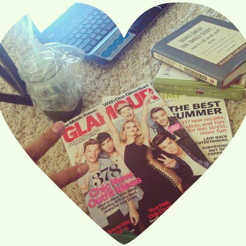 Magazines, green juice, and inspiring books. Have a great day!! :-) GlamourIssue Itsstillmorningforme Greenjuice