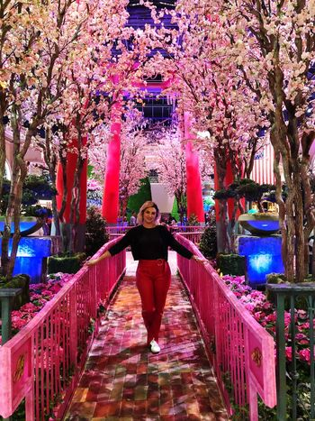 Bellagio Garden Photography Garden Pink Naturelovers Nature Photography Nature_collection Nature Real People California Dreamin Full Length One Person Front View Real People Leisure Activity Tree Young Adult Smiling People Flower Outdoors Lifestyles Happiness