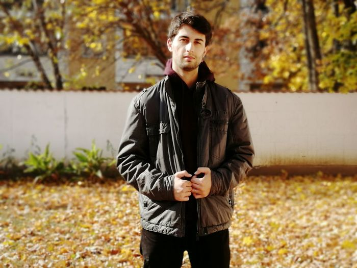 Leaves 2018 October Honor9 Autumn Leaves Model Man Love Happy Landscape Hungary Nature Hobbyphotography Hombre My Husband Husband One Person Portrait Autumn City Looking At Camera Standing Leaf