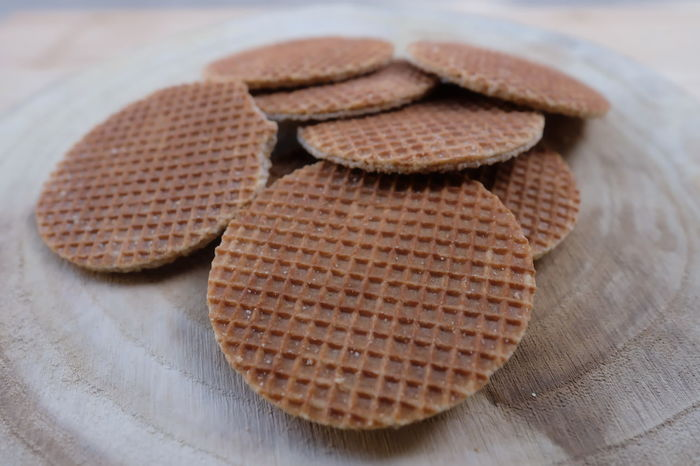 Round wafer with caramel on a wooden board Cookies🍪 Crispy Dessert Meal Waffeln Baked Bakery Biscuits Caramel Closeup Dutch Food Gourmet No People Round Still Life Syrup Waffer