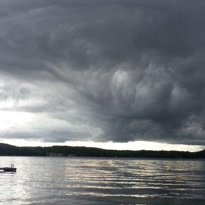 Stormclouds rolling in. Bearisland Lakewinni no Sup for me tonight ekalwinni rei1440project nh