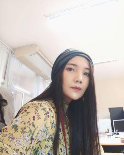 Young Women Portrait Beautiful Woman