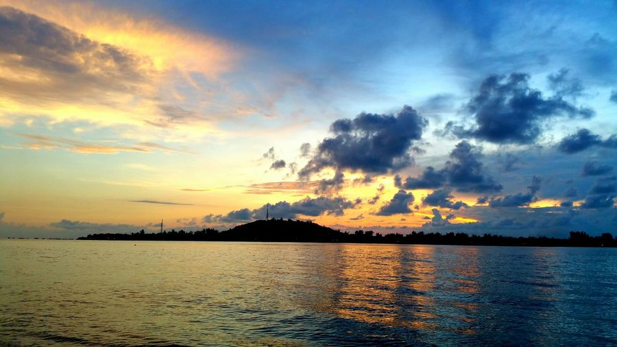 Indonesia_photography 2016 EyeEm Best Shots Photography EyeEm Gallery March Share Your Adventure Check This Out INDONESIA Sky Beautiful Place Colorful Skyporn Sky_collection Water Island Islandhopping Evening Evening Sky Gili Meno Gili Islands