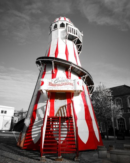 Helter-skelter fun! Huawei P20pro Seemooore Ooo Huawei P20 Pro Leica Lens Mobilephotography Photooftheday Photography Neon Red Flag Film Industry History Sky Architecture Building Exterior