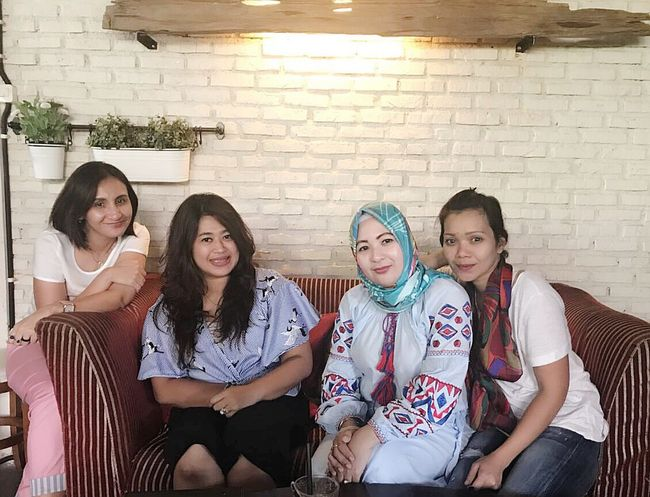 At JAG's Kitchen. Coffee Shop By ITag Mobile Upload-Me & Friends Coffee Time With Friend By ITag Trio Kwek Kwak By ITag Forever Friends - ITag